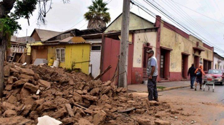 Daños. Hubo derrumbes de viejas paredes en La Serena.