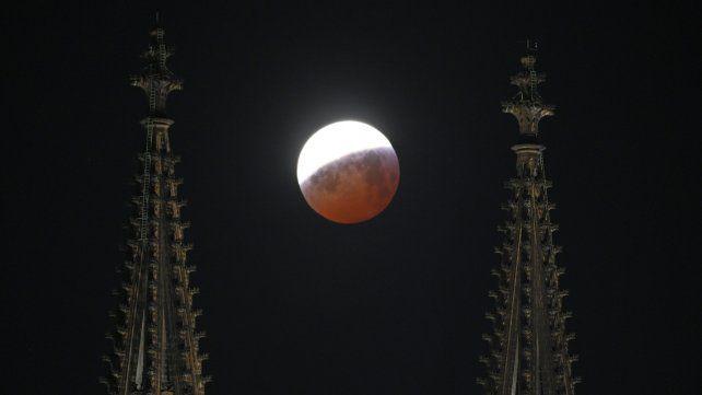 Así se vió el eclipse de luna roja alrededor del mundo