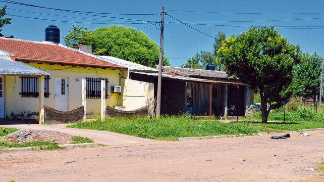 Villa Gobernador Gálvez. Lucas Vallejos fue golpeado y apuñalado el sábado a la madrugada en La Plata al 2300. Luego le sustrajeron su ropa.