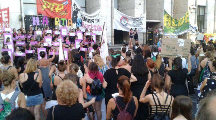 Día a día nos jugamos la vida, afirman las mujeres en la Marcha de las antorchas en Rosario