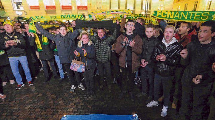 sentimiento. En Nantes los hinchas rindieron su homenaje.