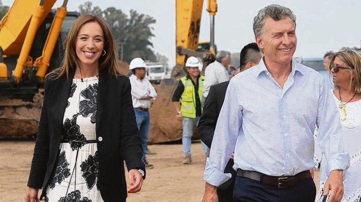 Sonrisas. Vidal y Macri recorrieron una obra vial en Buenos Aires.