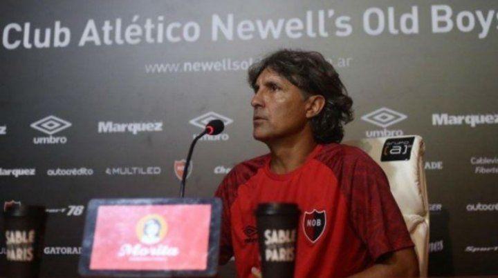 El entrenador rojinegro esperará unos días más para confirmar el equipo.