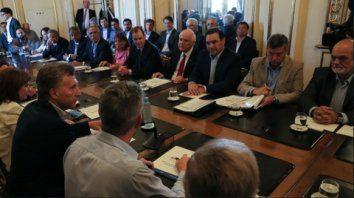 En la rosada. Macri recibió a los mandatarios de Santa Fe, Chaco,  Corrientes y Entre Ríos, con quienes habló de la emergencia en esas  provincias.