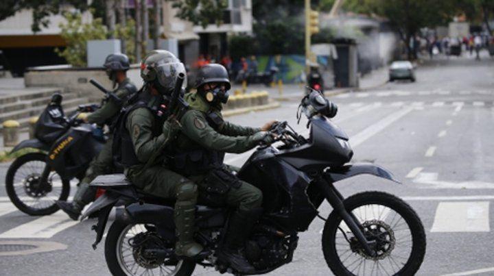Tensión. Los enfrentamientos entre venezolanos y fuerzas de seguridad dejaron 26 muertos y 364 heridos.