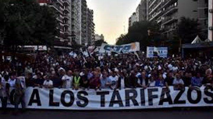 Multitud. Las marchas contra los tarifazos mantienen su convocatoria.