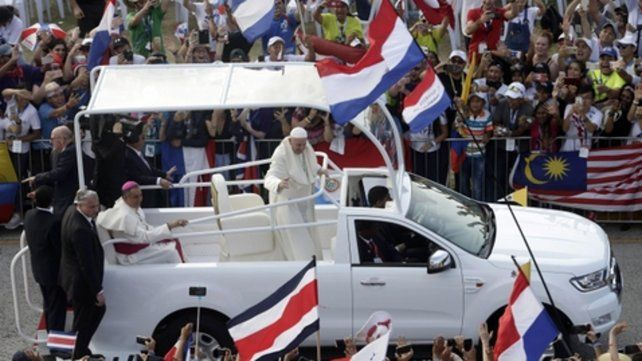 Popular. El Papa recorrió ayer las avenidas de Ciudad de Panamá.