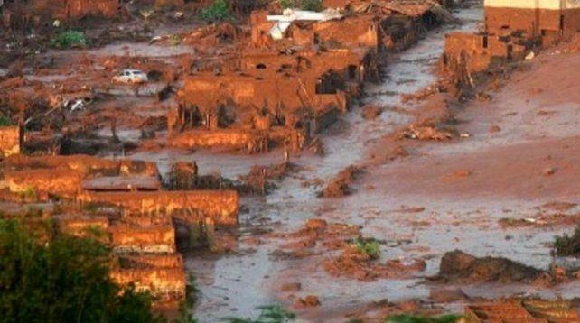 Al menos 7 muertos y más de 150 desaparecidos por la ruptura de una represa minera en Brasil