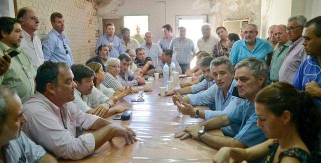 El secretario de Agroindustria, Luis Etchevehere, estuvo con los productores de Villa Minetti, una de las zonas más castigadas del norte santafesino.