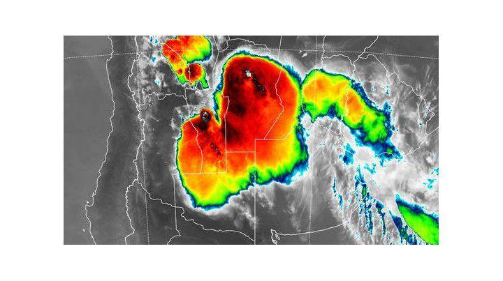 Las imágenes de radar muestran como las tormentas afectan todo el área central del país
