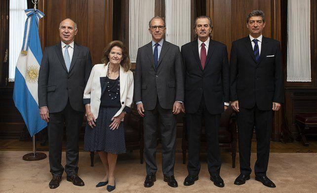 Luz verde. El máximo tribunal de Justicia habilitó la consulta popular prevista para mañana en La Rioja.