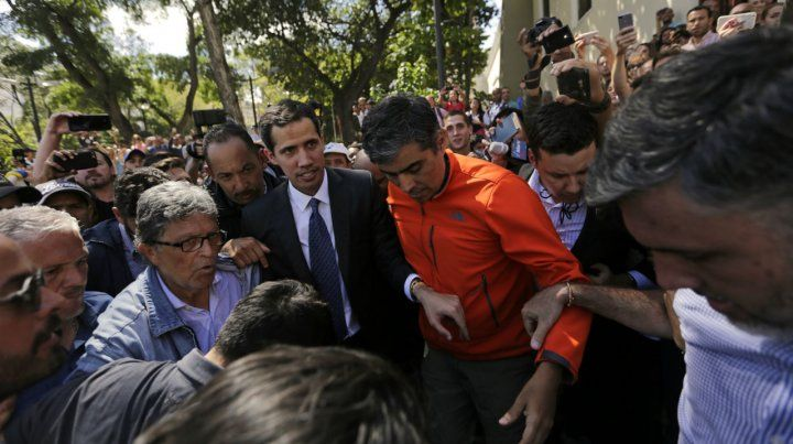 En caracas. Guaidó pidió a los venezolanos estar atentos a la convocatoria a una marcha contra el régimen.