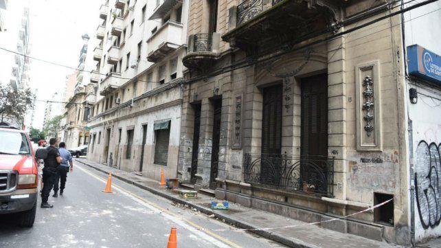 El tránsito en Rioja al 700 estuvo cortado por el desprendimiento de mampostería