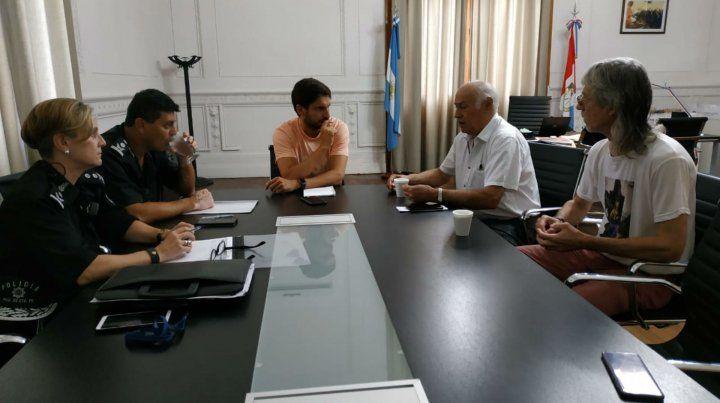 Pullaro junto a los jefes de la Unidad Regional II y los representantes del Sindicato de Canillitas.