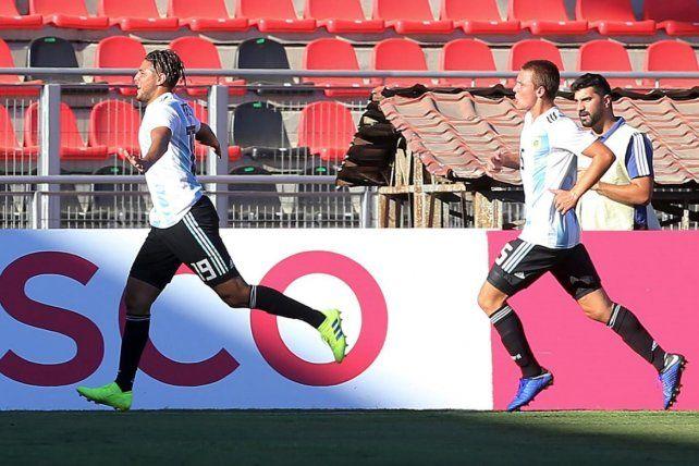 El festejo. Romero grita el gol de la clasificación. Le cometieron el penal y lo convirtió.