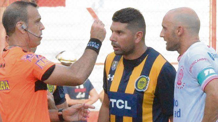 Todo mal. Ortigoza fue echado junto a Mancinelli sobre el cierre del partido.
