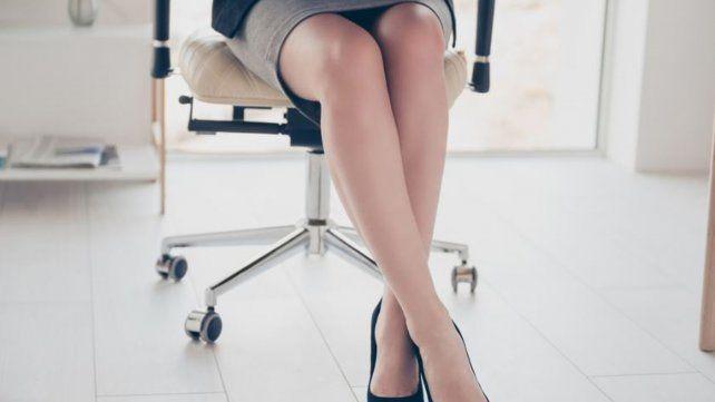 0530a560cf Controversia por la prohibición de que las mujeres usen polleras cortas