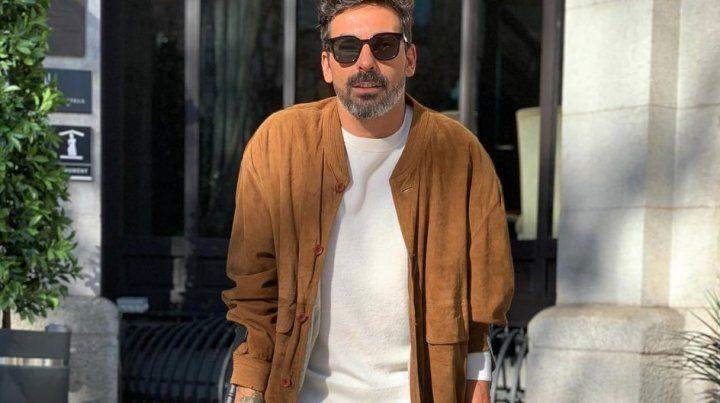 El Pocho Lavezzi a la salida de la clínica donde fue operado.