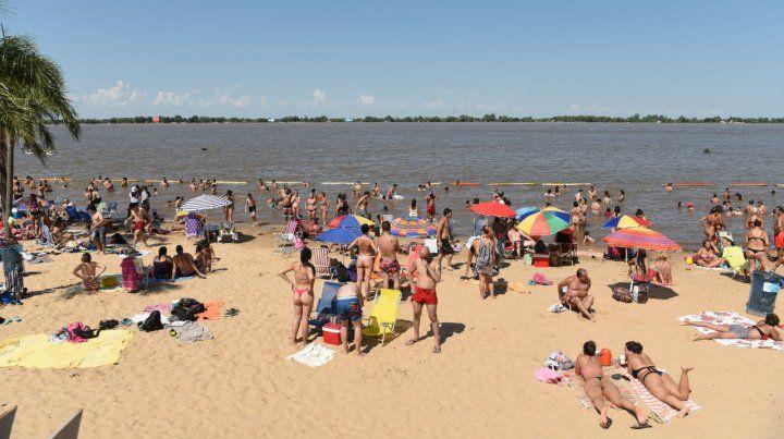 Los rosarinos se volcaron a La Florida para mitigar el insoportable calor.