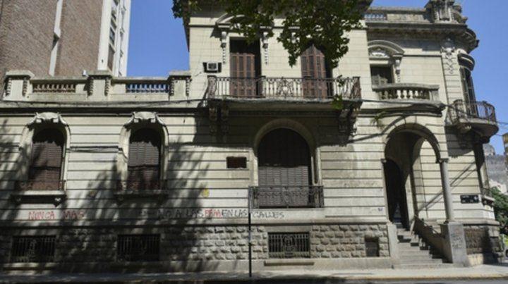 Laprida y Santa Fe. La casona que albergó la sede del Senasa.