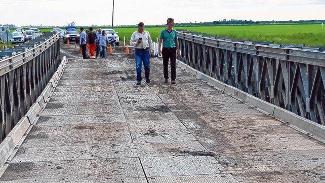 Nueva estructura. El colapso de la ruta 1 obligó a instalar un puente Mabey de 42 metros de largo.