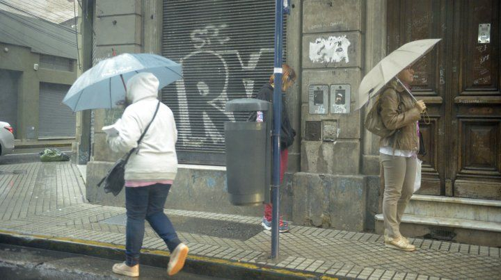 Llegó la lluvia y con ella el alivio, pero difundieron un aviso por fuertes tormentas