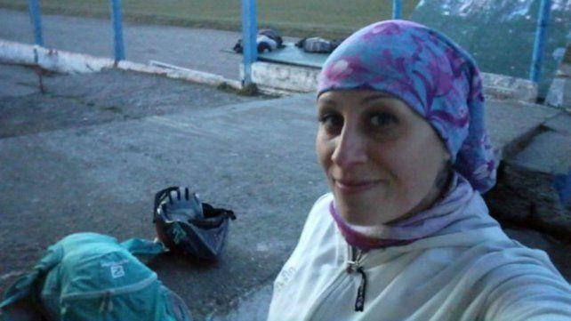 El cuerpo de Valeria Coppa estaba tirado en el césped junto a una bicicleta.