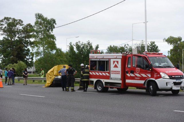 Una mujer murió tras un choque entre un utilitario y un camión en Circunvalación