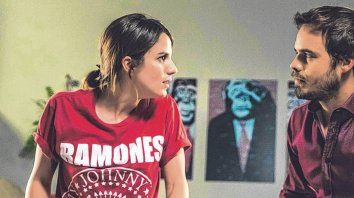 Pareja en crisis. Pilar (Gimena Accardi) y Marcos (Benjamín Rojas) vivirán un aniversario atípico.