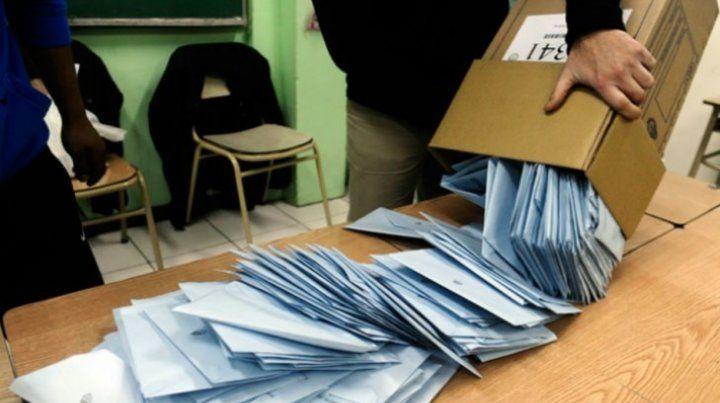 La Casa Rosada quiere despejar cuestionamientos sobre el manejo de la carga de datos y el horario en que se conocerán los resultados.