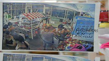Antecedente. El año pasado, comerciantes escracharon a los punguistas en la puerta de sus locales.