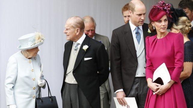 en peligro. La numerosa familia real sería llevada a refugios seguros.