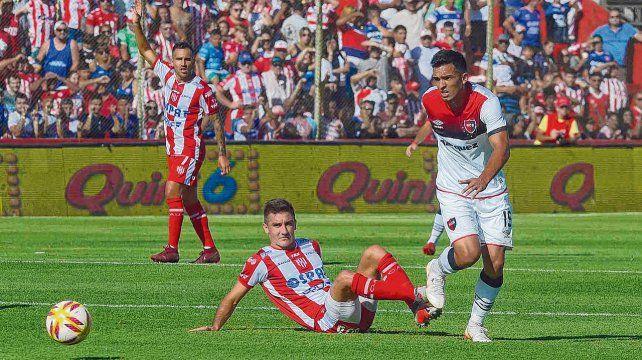 Desdibujado. Oviedo jugó desde el inicio y no influyó en el ataque leproso.