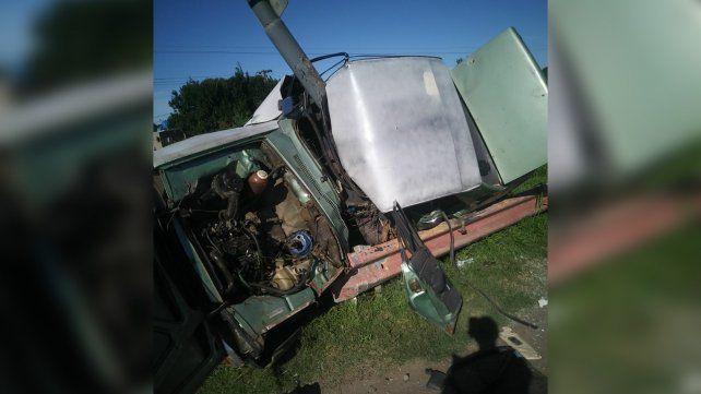 Un Renault 12 chocó contra un poste y su conductor falleció hoy