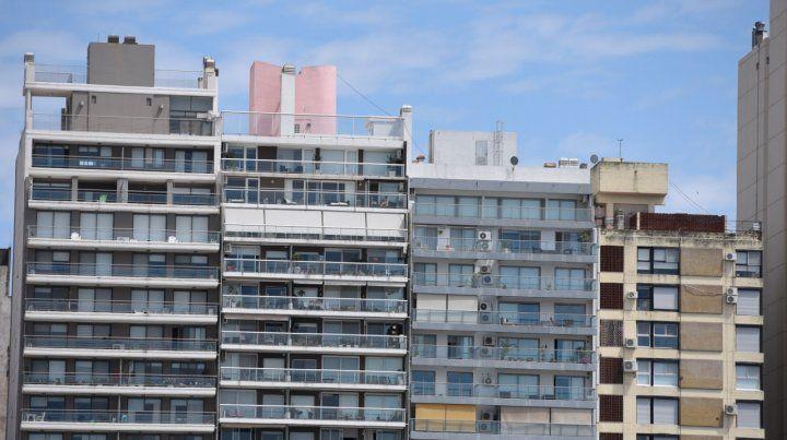 Las inmobiliarias rosarinas confían en un dólar estable para levantar cabeza