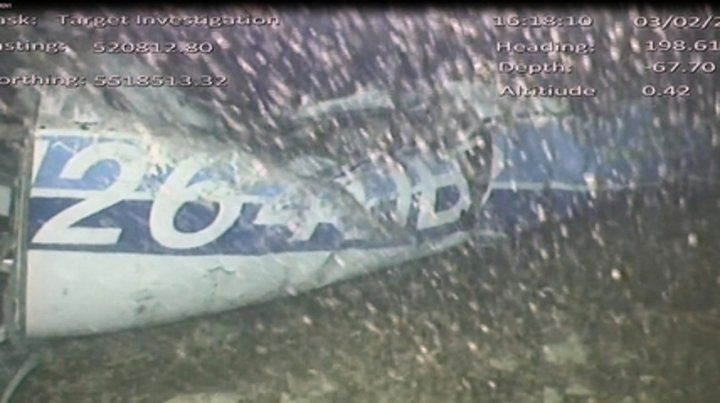 El peor final. Los investigadores británicos confirmaron la existencia de un cuerpo en la aeronave siniestrada.