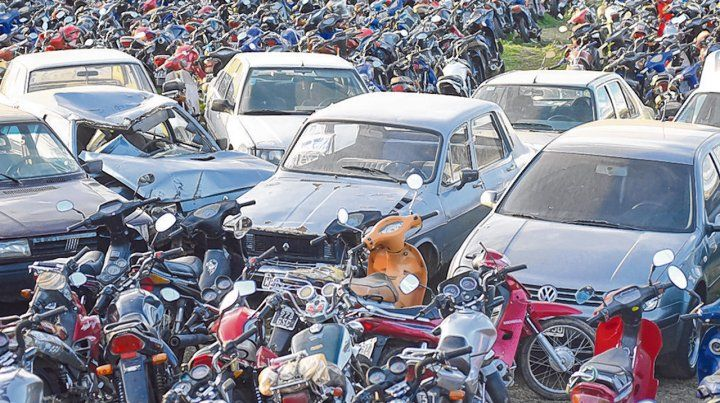 nutrido. En el corralón de Bella Vista se acumulan autos y motos que fueron trasladados allí por distintas infracciones.