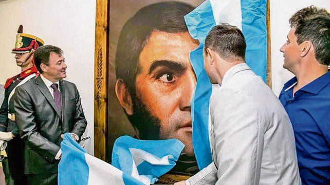 Nueva Imagen. El intendente de San Lorenzo descubrió el cuadro.