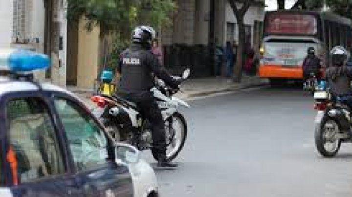 Personal de la Brigada Motorizada comenzó una persecución por distintas calles.