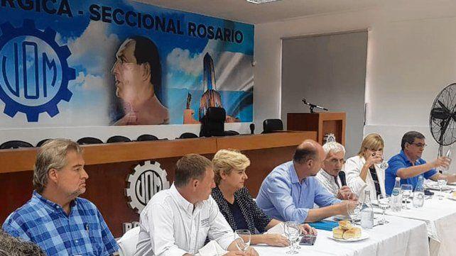 en alerta. Caló presidió en Rosario un acto con dirigentes de la región.
