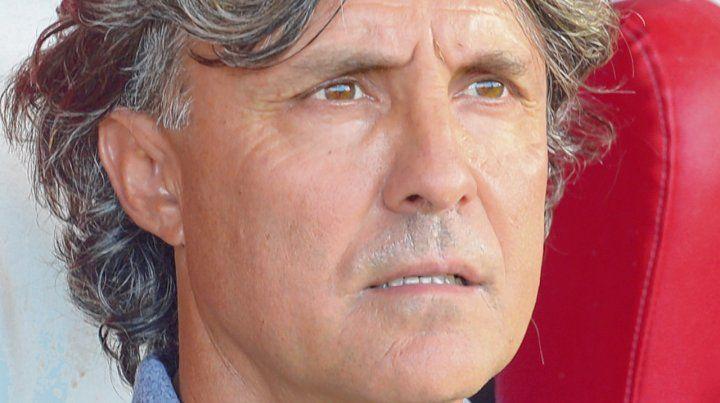 En el banco del Coloso. Bidoglio debutó con un 1-0 a Patronato y su equipo empató 1-1 frente a Boca Juniors.