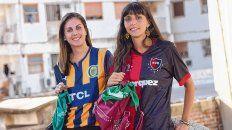 No tan rivales. Carla (izquierda) y Julia. Con distintas camisetas y el mismo pañuelo como reivindicación.