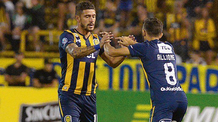 El cambio. Aguirre sale por Allione ante Aldosivi. Es el posible relevo para el domingo.