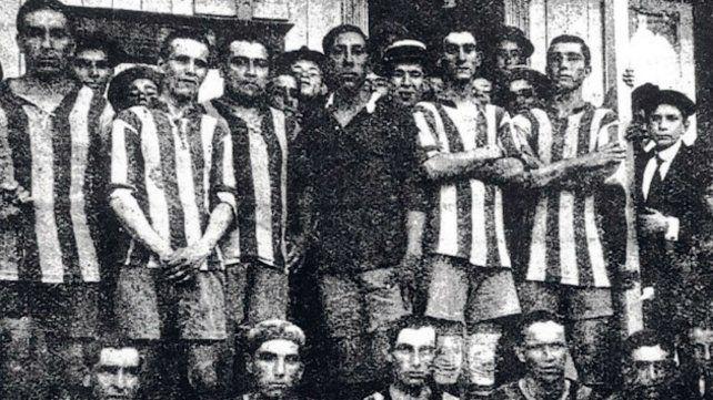 Central en 1916. Formación que ganó los tres partidos de aquel año por goleada.