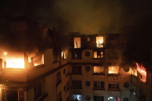 Al menos 10 muertos al incendiarse un edificio en París