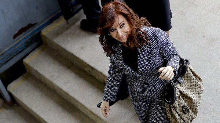 Cristina Kirchner pidió suspender el comienzo del juicio por el direccionamiento de la obra pública