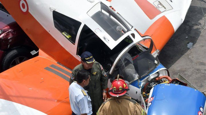 Una avioneta se desplomó sobre una avenida de Lima