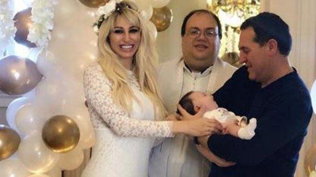 Vicky Xipolitakis renovó sus votos matrimoniales y defendió a su marido