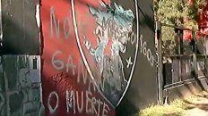Así amaneció el frente del complejo de fútbol infantil de Newells.