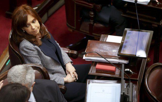 Citan a Cristina Kirchner y a otros cien imputados a indagatoria